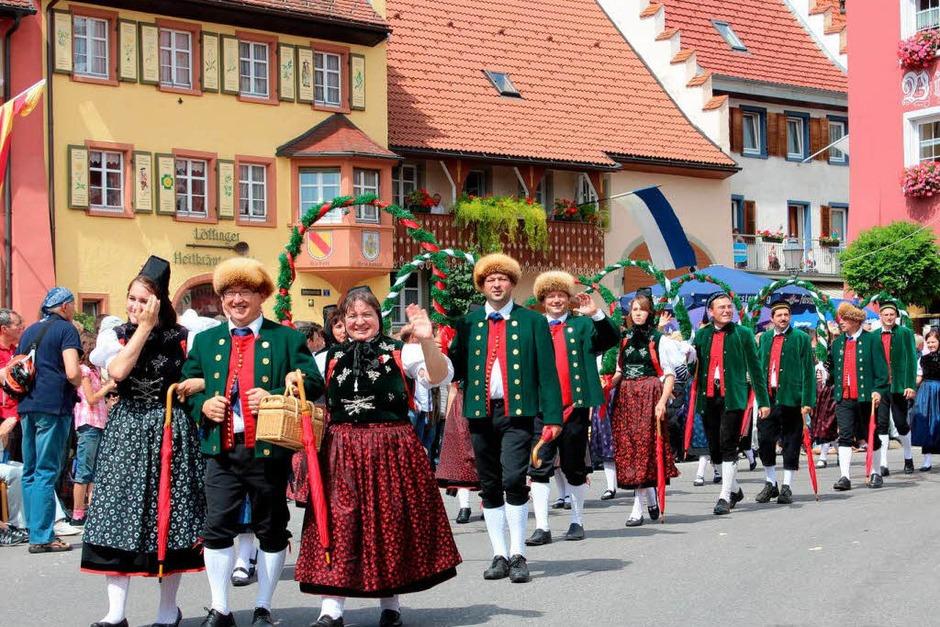 Treue Umzugsteilnehmer beim Städtlefest sind die Mitglieder der Trachtengruppe Hondingen und Riedöschingen. (Foto: Christa Maier)