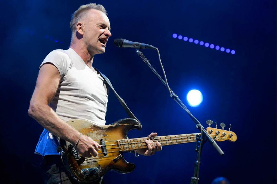 Sting an der Gitarre  | Foto: dapd