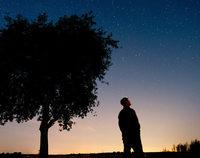 Farbe des Nachthimmels ver�ndert sich durch Stra�enbeleuchtung