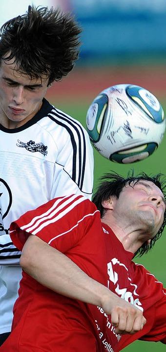 Kopf an Kopf: spannende Fußballspiele sind in der Kreisliga A garantiert.  | Foto: Patrick Seeger