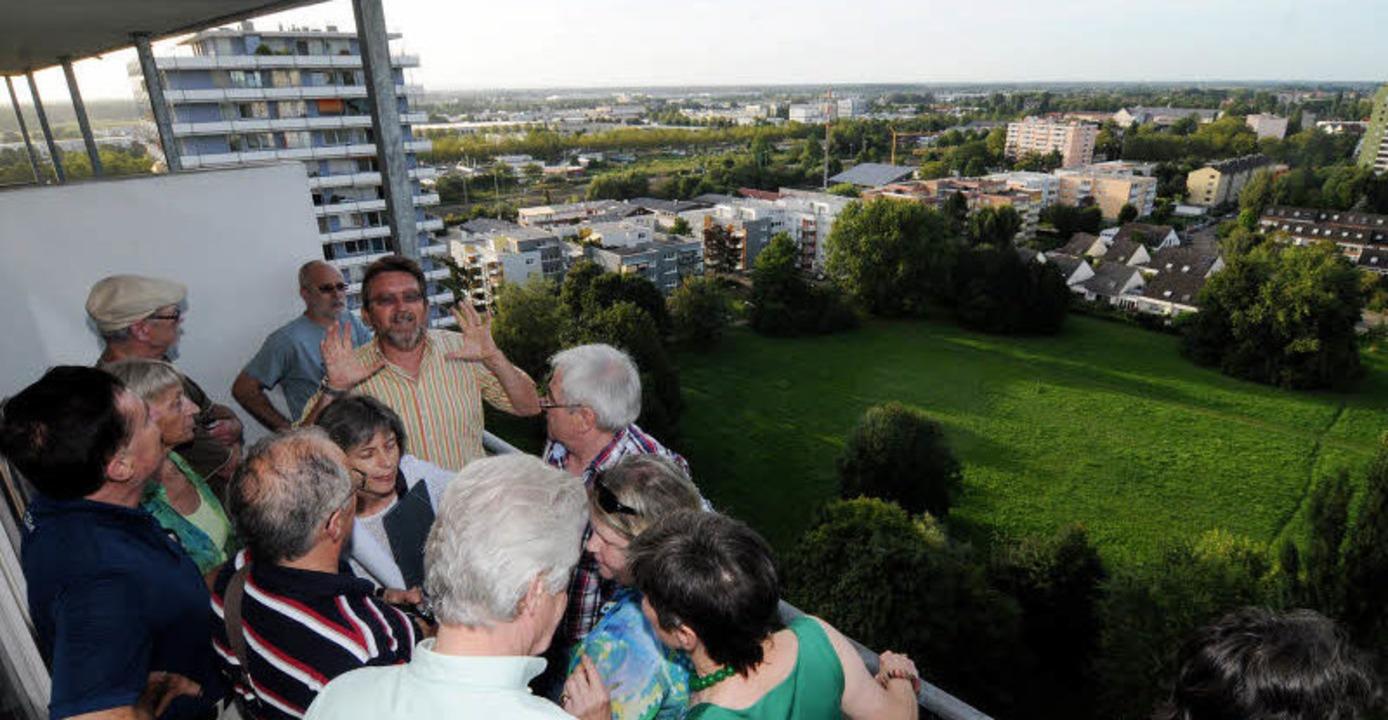 Blick von einem Hochhaus auf einen Tei...svorsitzende der SPD im  Gemeinderat.   | Foto: wolfgang künstle