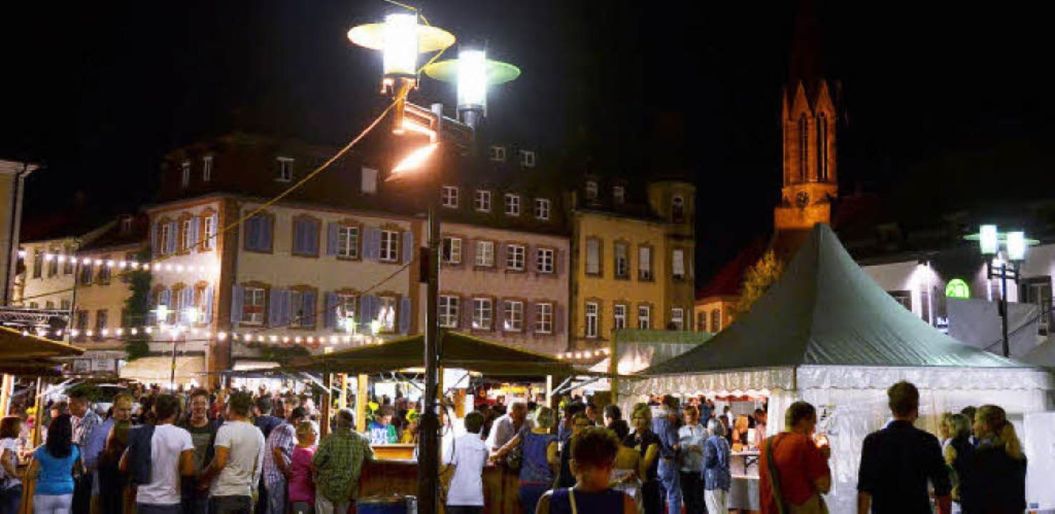 Zauberhaft: Das Ambiente der Altstadt ...stabenden besonders gut zur Geltung.    | Foto: Hans-Jürgen Truöl (5), Christian Ringwald (2)