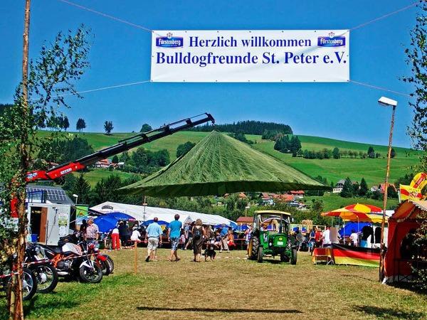 Das Bulldog-Treffen war hervorragend organisiert und hatte den Charakter eines sommerlichen Volksfestes