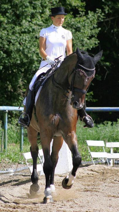 Nadine Petrei (RFSV Kenzingen-Dreisamt...Paar des Reiterrings, in der M-Dressur  | Foto: Birkenhofer