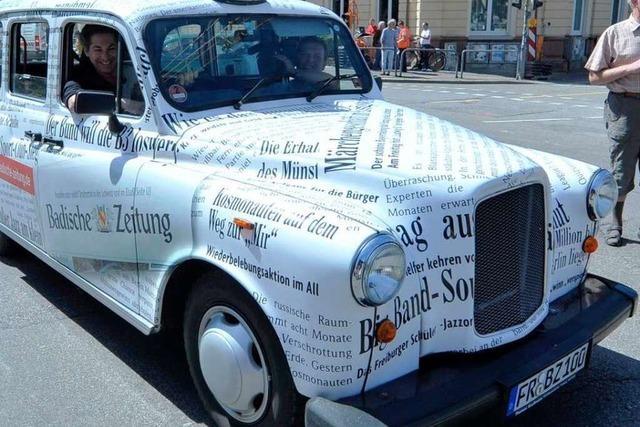 BZ-Taxi fährt als letztes Auto über den Rotteckring