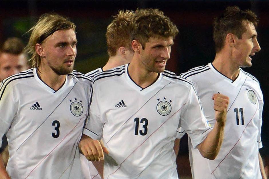 Reus kurz vor der Pause, Özil mit einem Foulelfmeter: Deutschland gewinnt in Österreich mit 2:1. Die schönsten Fotos der Partie. (Foto: dpa)