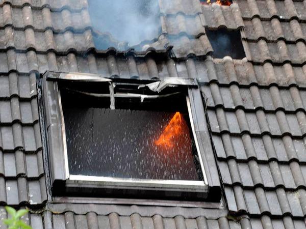 54 Feuerwehrleute aus Breisach, Oberrimsingen, Niederrimsingen und Gündlingen waren beim Wohnhausbrand in Oberrimsingen im Einsatz.