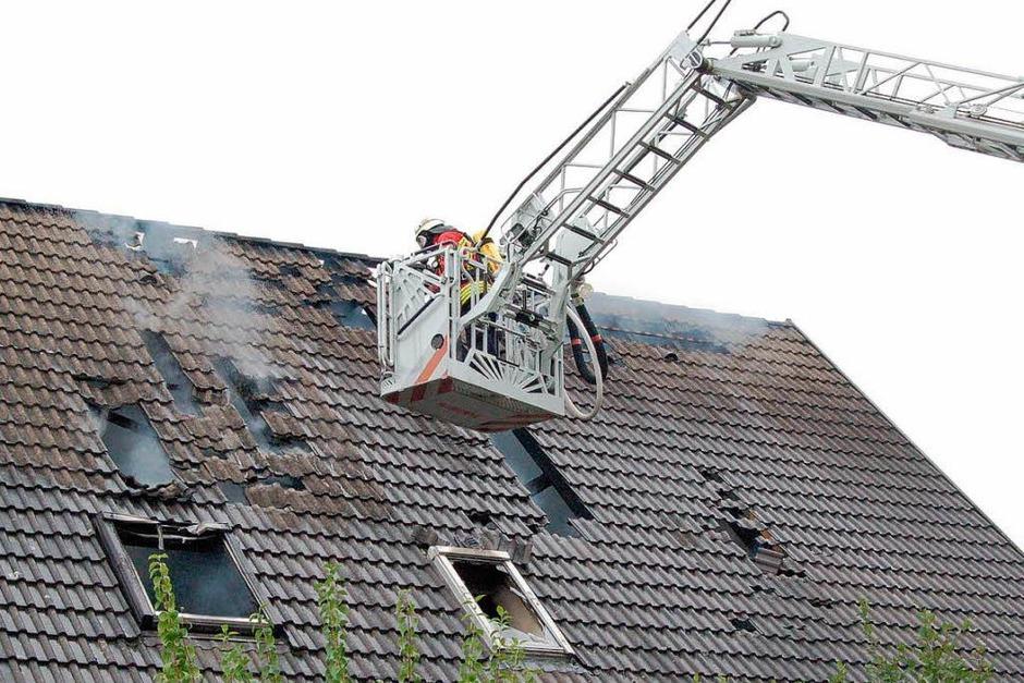 Ein Zweifamilienhaus wurde in Oberrimsingen Opfer der Flammen. (Foto: Thomas Rhenisch)