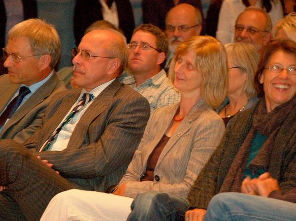 Rund 350 gut gelaunte Bürger, Bürgermeister, Gemeinderäte, Abgeordnete und Feuerwehrleute begrüßten den Landesvater in Wehr.
