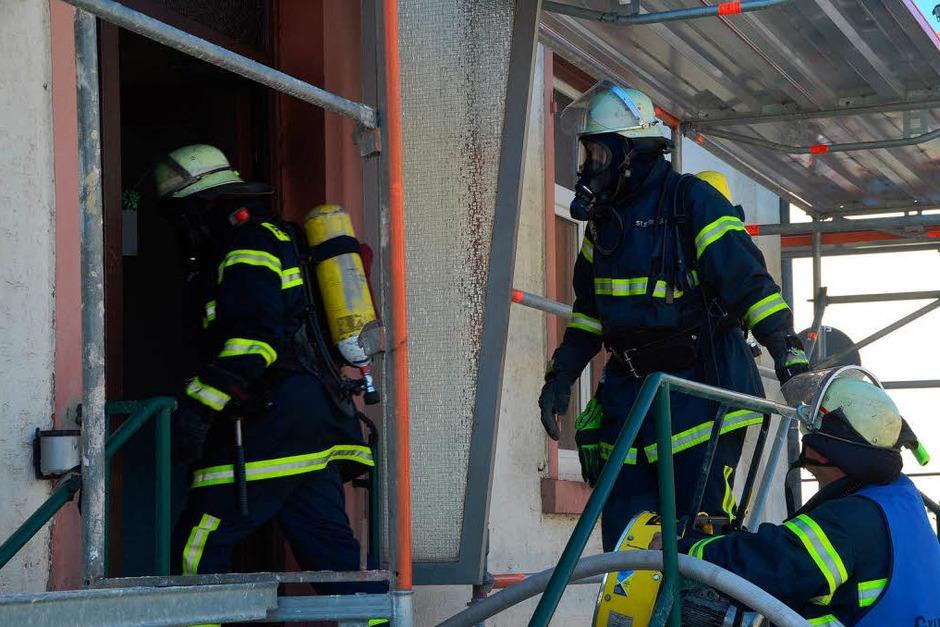 Feuerwehreinsatz im Lörracher Wohngebiet Teichmatten. (Foto: Carlotta Gühne)