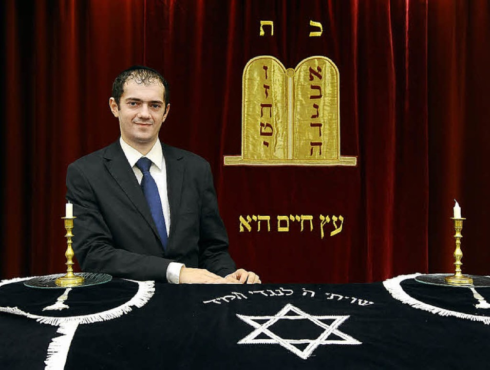 Rabbiner Avraham Radbil in der Freiburger Synagoge   | Foto: Ingo Schneider