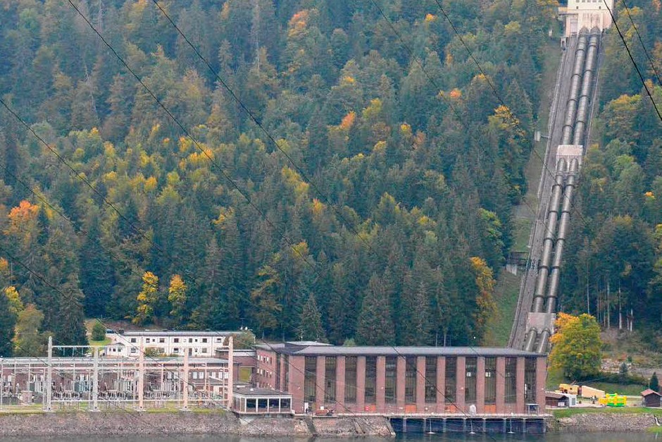 Das Pumspeicherkraftwerk Häusern mit der Zuleitung vom Schluchsee. (Foto: Sebastian Barthmes)