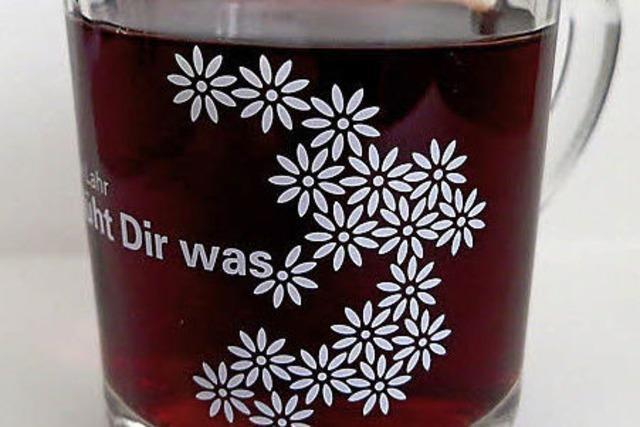 Mit Blüten stilecht Trinken