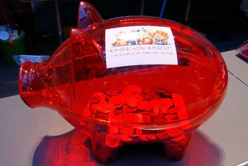 Die Spendenaktion zusammen mit der Sparkasse Freiburg-Südlicher Breisgau (Foto: Ramona Winterer)
