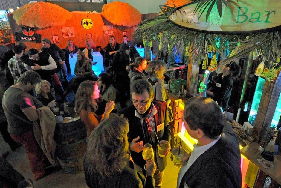 …oder an der hawaiianischen Tiki-Bar: Hier kann man Cocktails genießen. Neben den üblichen Verdächtigen gibt es aber auch neues zu entdecken: Oder haben Sie schon einmal den orangefarbenen Sanddornlikör mit dem klangvollen Namen Andalö getrunken? Kommt zwar nicht von Ikea, aber trotzdem aus Schweden. (Foto: Michael Bamberger)