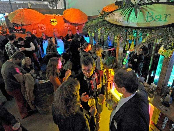 ...oder an der hawaiianischen Tiki-Bar: Hier kann man Cocktails genießen. Neben den üblichen Verdächtigen gibt es aber auch neues zu entdecken: Oder haben Sie schon einmal den orangefarbenen Sanddornlikör mit dem klangvollen Namen Andalö getrunken? Kommt zwar nicht von Ikea, aber trotzdem aus Schweden.