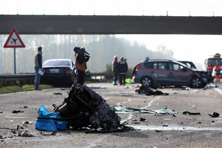 Ein schwerer Verkehrsunfall auf der A5 zwischen Lahr und Offenburg fordert sechs Menschenleben. (Foto: dapd)