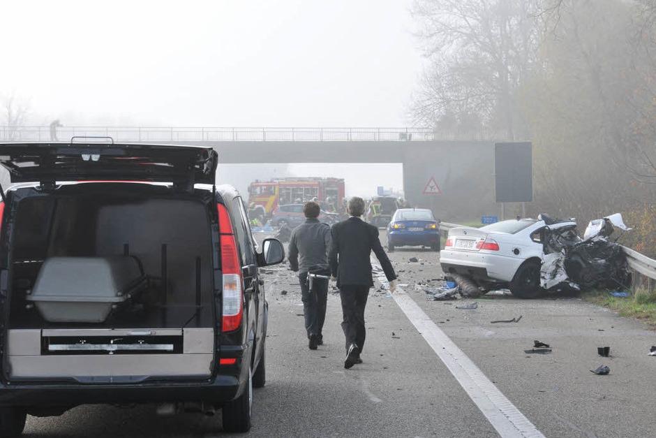 Sechs Tote und mehrere zum Teil schwer Verletzte sind die Bilanz eines Unfalls auf der A5 zwischen Offenburg und Lahr. (Foto: Helmut Seller)