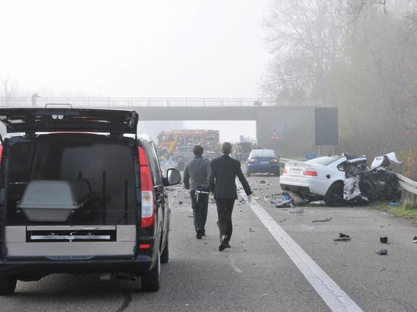 Sechs Tote und mehrere zum Teil schwer Verletzte sind die Bilanz eines Unfalls auf der A5 zwischen Offenburg und Lahr.