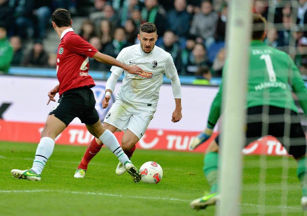 Daniel Caligiuri im Spiel gegen Hannover 96  | Foto: dpa