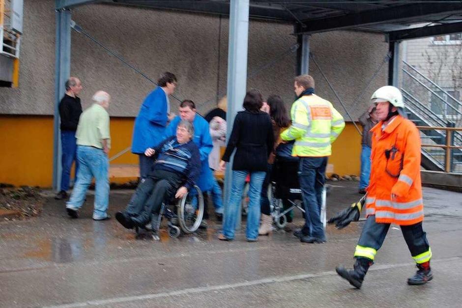 Explosion, Feuer und Qualm in der Caritas-Behindertenwerkstätte in Titisee-Neustadt. 14 Menschen kommen ums Leben. (Foto: Kamera24.TV)