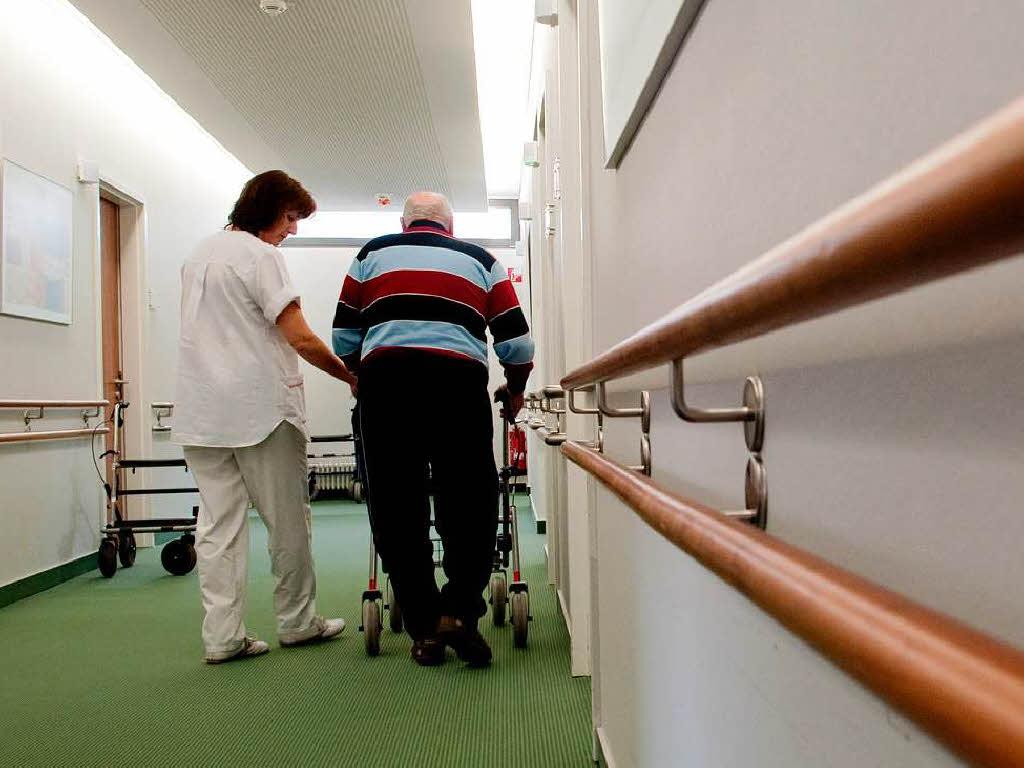pflegeheim haus kaiserstuhl angeh rige emp rt ber umgang mit senioren breisach badische. Black Bedroom Furniture Sets. Home Design Ideas