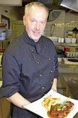 Chefkoch Christophe Schlupp bereitet das Lahrer BZ-Weihnachtsmenü zu