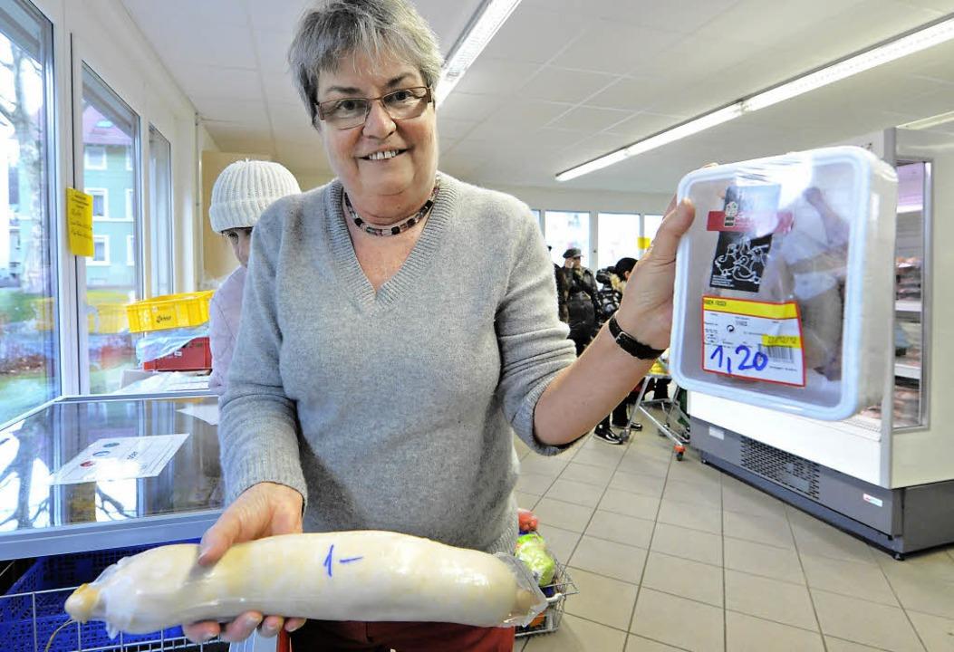 Brigitte Grether hat lieber Taube und ... in der Hand als gutes Essen im Müll.     Foto: M. Bamberger