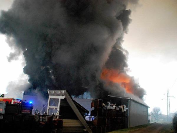 Ein Blick auf den Brandort von der Wiese aus