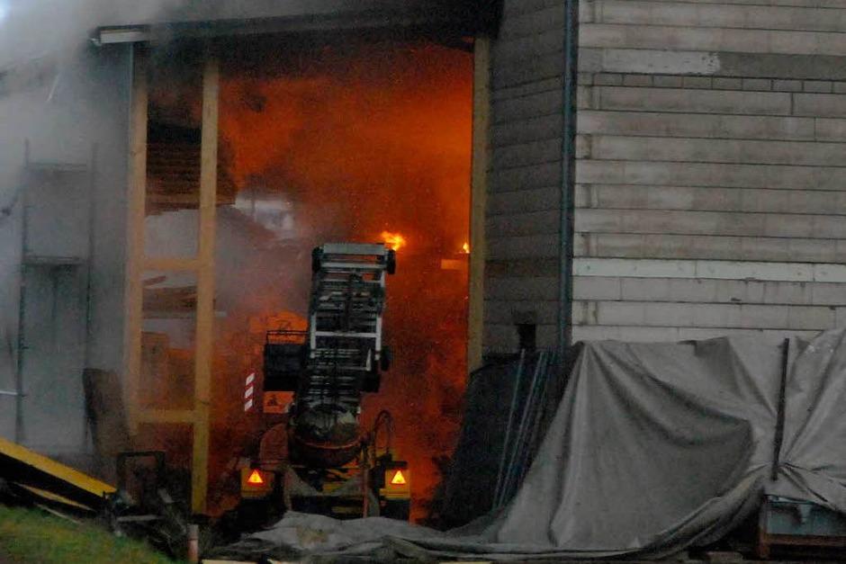 Ein erster Blick ins Innere des Betriebs lässt den verheerenden Schaden erahnen. (Foto: Angelika Schmidt)