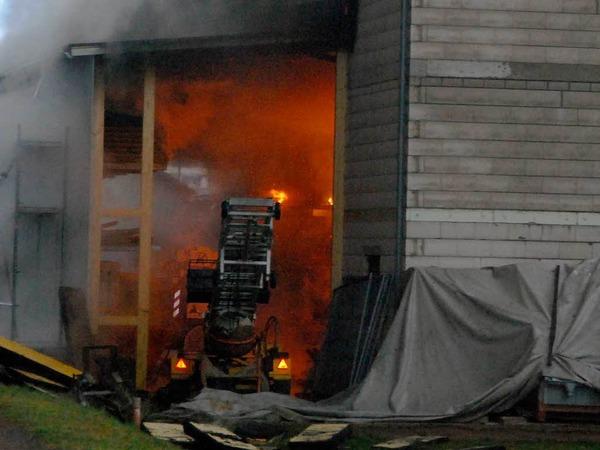 Ein erster Blick ins Innere des Betriebs lässt den verheerenden Schaden erahnen.