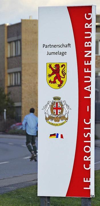 Ansprechend: Neue Tafeln an den Ortseinfahrten künden von der  Jumelage.   | Foto: Winfried Dietsche
