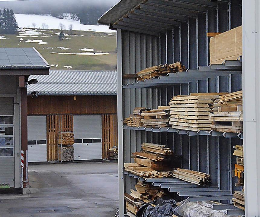 Holz aus verschiedenen Ländern wird be...enunternehmen ein starkes Umsatzplus.   | Foto: Sebastian Barthmes