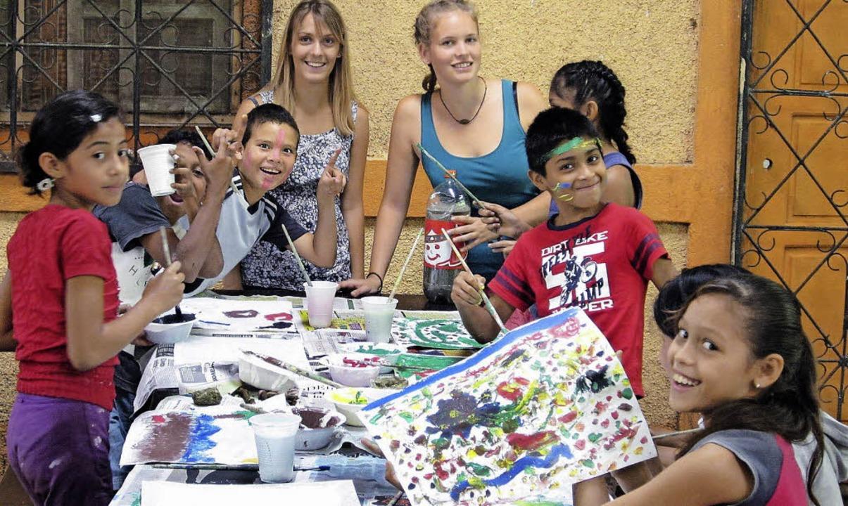 Doreen Schick und Theresa Nadler (hint...erheim Puente de Amistad in Nicaragua.  | Foto: Privat/Jahn