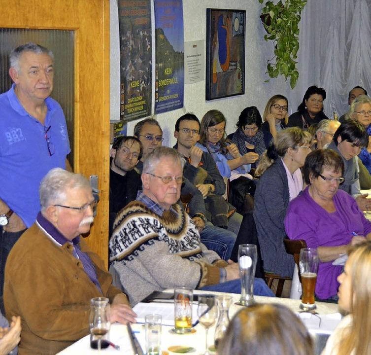 Knapp 100 Bürger waren bei der Veranst...t-Bürgermeister Hans-Joachim Könsler.     Foto: Ralf H. Dorweiler
