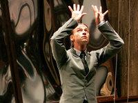 Ballettchef des Bolschoi-Theaters mit Säure attackiert