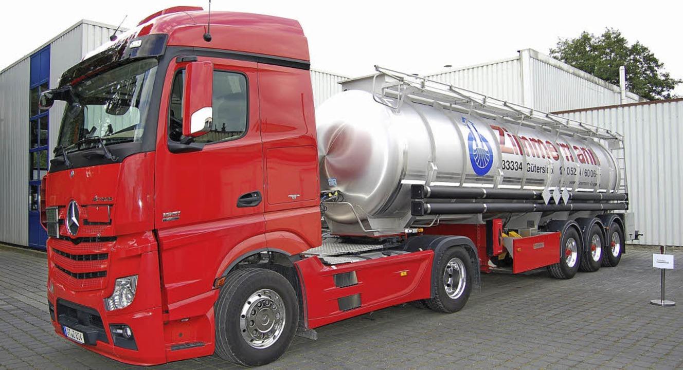 Transport-Lkw der Firma Zimmermann, hier im Werk in Gütersloh   | Foto: Privat (1)/Ralf H. Dorweiler (2)