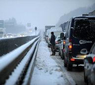 Flugausfälle und eisglatte Straßen