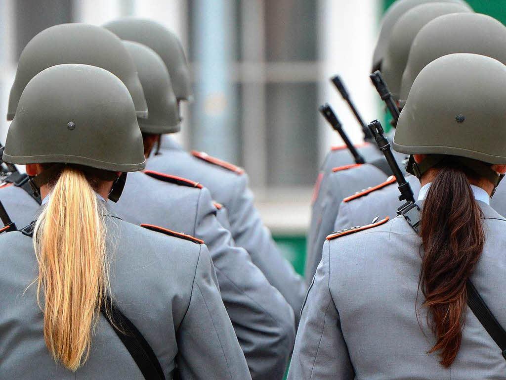 soldatinnen an der front in deutschland schon alltag. Black Bedroom Furniture Sets. Home Design Ideas