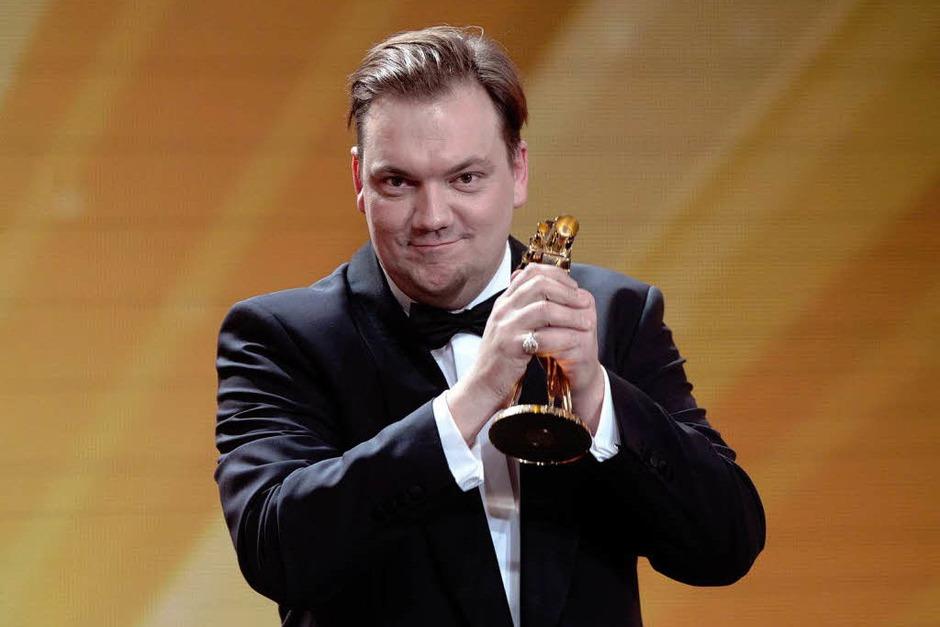 """Schauspieler Charly Huebner nach seiner Auszeichnung in der Kategorie """"Bester deutscher Schauspieler"""". (Foto: dapd)"""