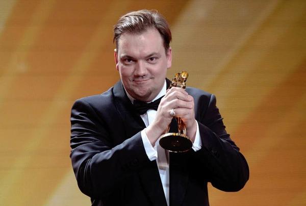 """Schauspieler Charly Huebner nach seiner Auszeichnung in der Kategorie """"Bester deutscher Schauspieler""""."""