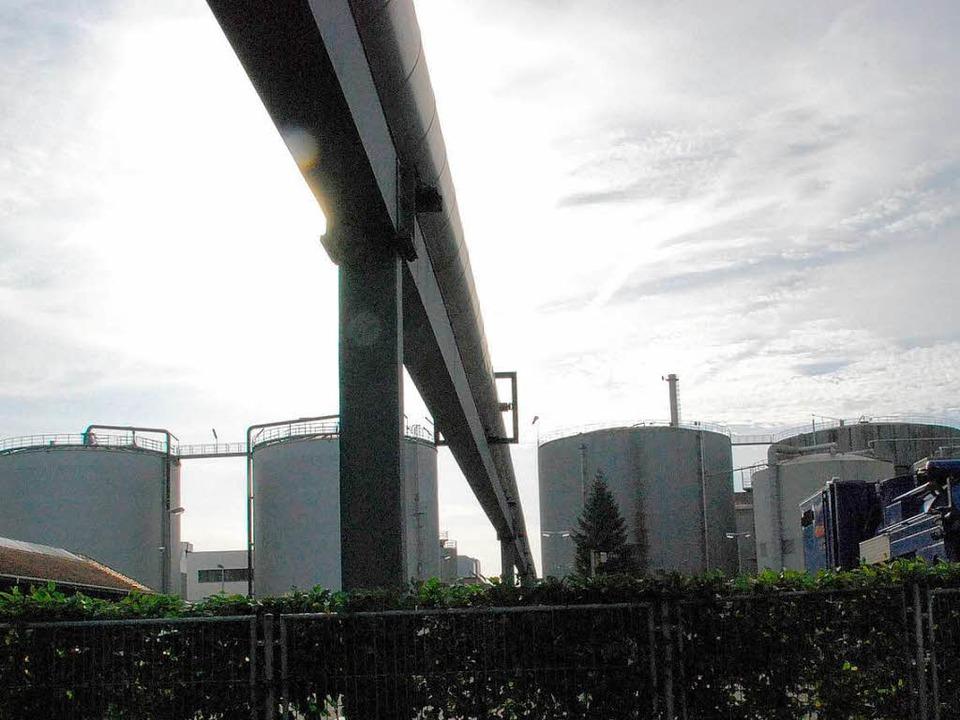Im Verbund: Dampfleitung der Firma DSM...die künftige Nutzung des BASF-Areals.     Foto: Ralf Staub