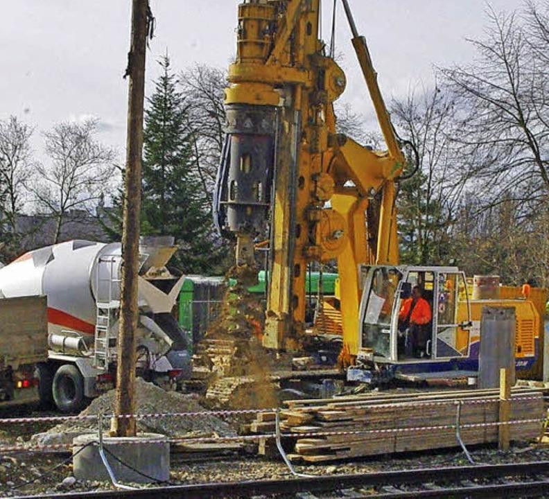 Die Beseitigung des Bahnübergangs Hörn...hme der Ortsumgehung Grenzach-Wyhlen.     Foto: Reißmann