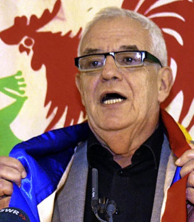 Justizminister Rainer Stickelberger mi...eschal in Lörracher und Weiler Farben.  | Foto: Nikolaus Trenz