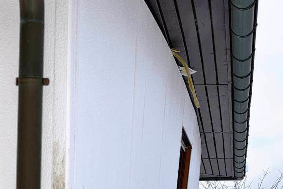 Nach außen gedrückt ist eine Wand des Einfamilienhauses im Ortsteil Auf dem Höchst. (Foto: Martin Ganz)