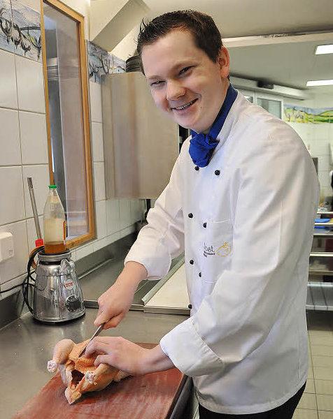Koch bei der arbeit  Ausbildungsberuf Koch: Felix Eckardt hat mehr als einen Acht ...