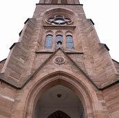 Das Kirchendach ist undicht