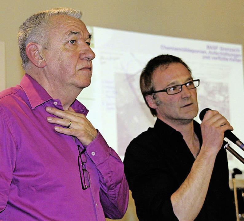Moderator Siegfried Müller und Altlastenexperte Martin Forter.    Foto: Gerd Lustig