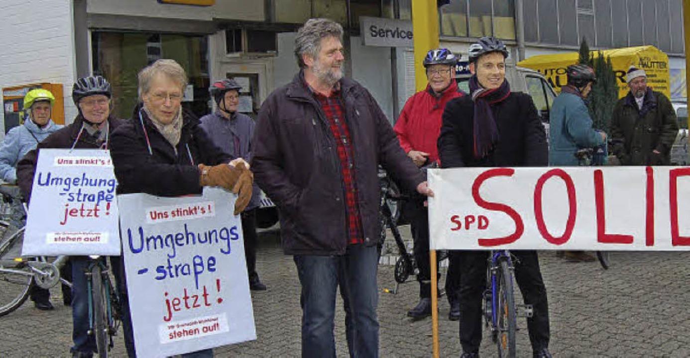 An der Fahrraddemo der Bürgerinitiativ...ohaus Mutter bis zum Bildungszentrum.   | Foto: heinz Vollmar