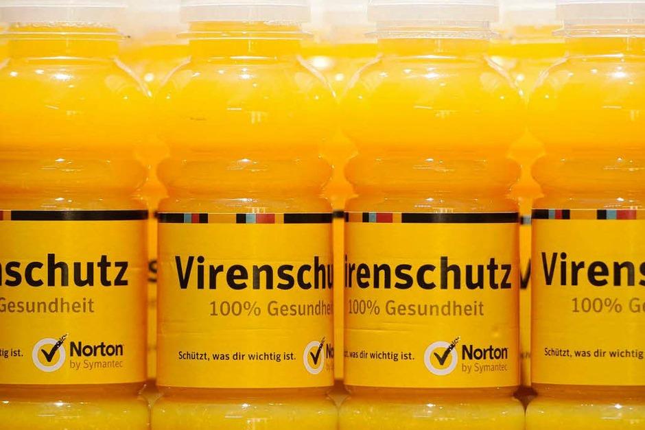 Orangensaft gegen Viren – der Sicherheitsexperte Symantec klärt über Schutzmöglichkeiten auf und lässt seine Gäste nicht auf dem Trockenen sitzen. (Foto: dpa)